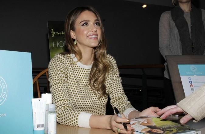 Jessica Alba en séance de dédicaces dans une librairie de New-York le 12 mars 2013