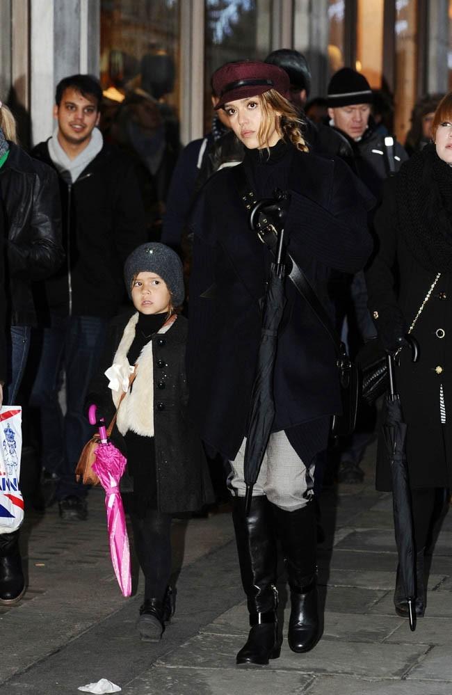 Jessica Alba et Honor Marie à Londres le 3 décembre 2012