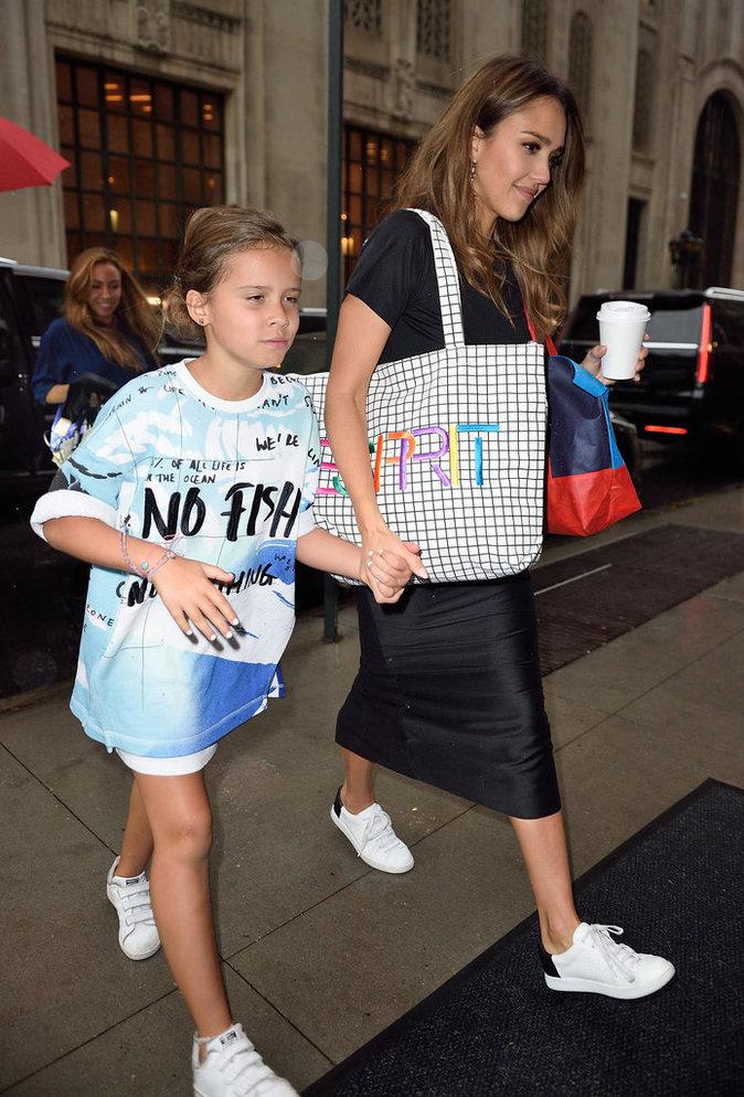 Jessica Alba et sa fille Honor, stylées et complices pour une journée entre filles