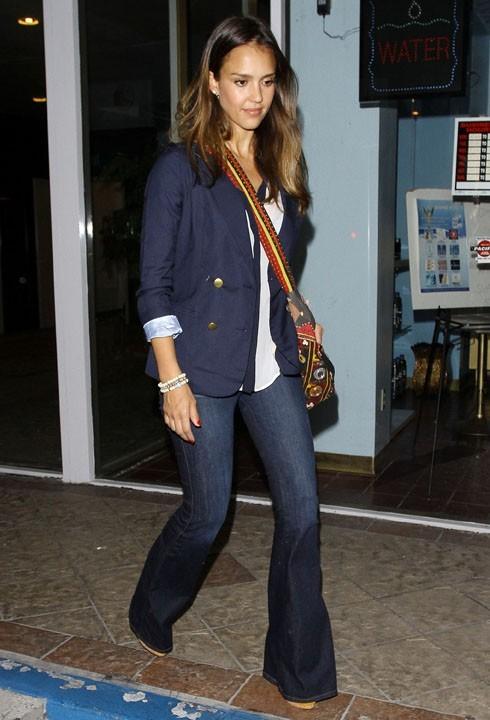 Jessica Alba de sortie à Los Angeles le 31 juillet 2012
