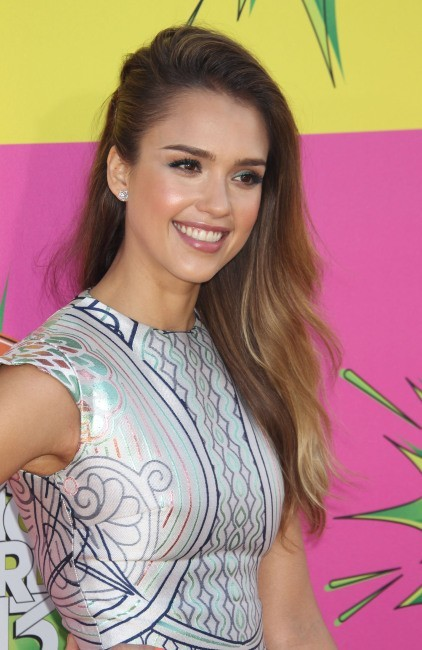 Jessica Alba, rayonnante aux Kids' Choice Awards 2013