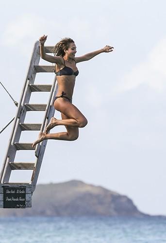 Jessica Alba aux Antilles le 6 avril 2013