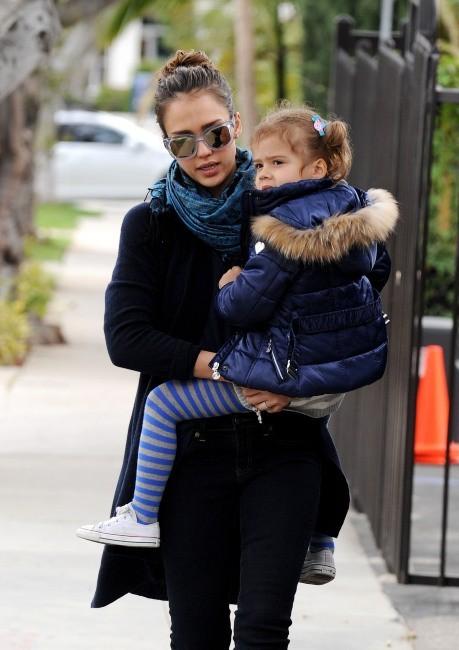 Jessica Alba et sa fille Honor à Los Angeles, le 6 mars 2012.
