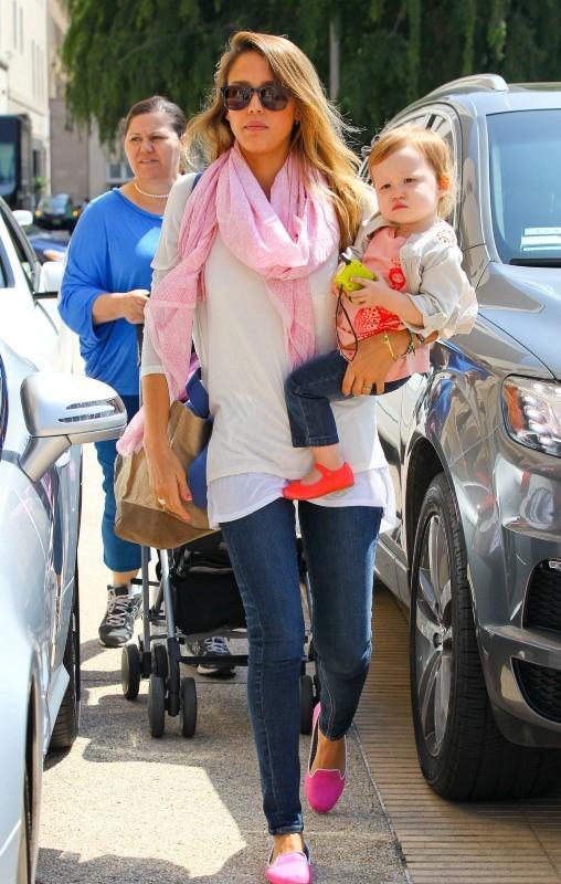 Jessica Alba et sa fille Haven à Beverly Hills, le 2 avril 2013.