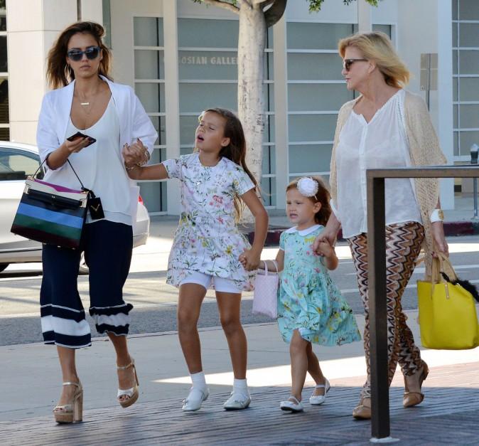 Jessica Alba, sa mère et ses filles à Los Angeles le 19 septembre 2015