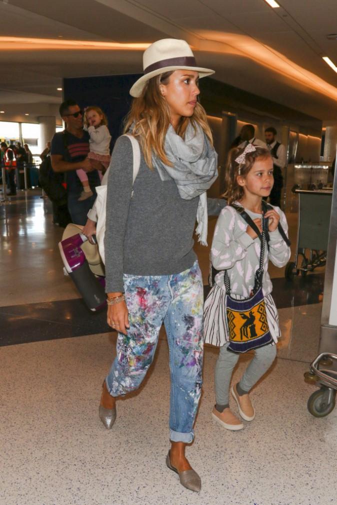 Jessica Alba : styl�e m�me pour prendre l'avion en famille !