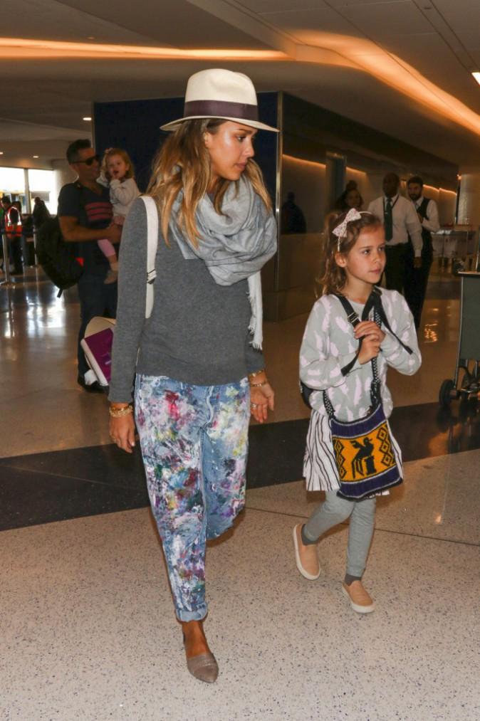 Photos : Jessica Alba : stylée même pour prendre l'avion en famille !