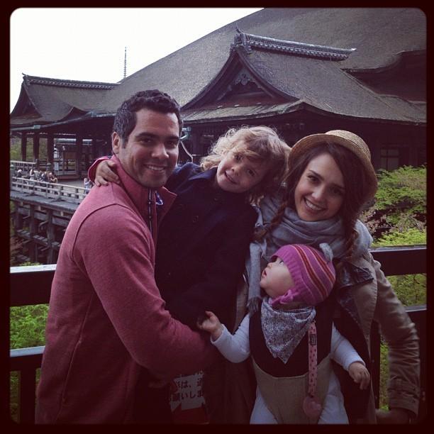 Toute la famille devant le temple Kiyomizu Dera