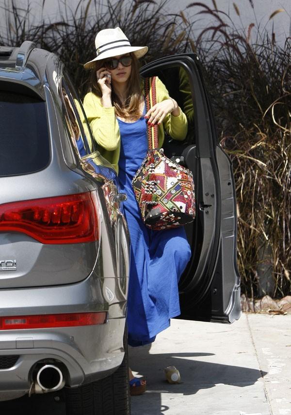 Jessica Alba pour un déjeuner en famille à Los Angeles le 20 mai 2012
