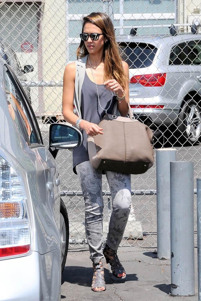 Jessica Alba le 21 août 2012 à Santa Monica