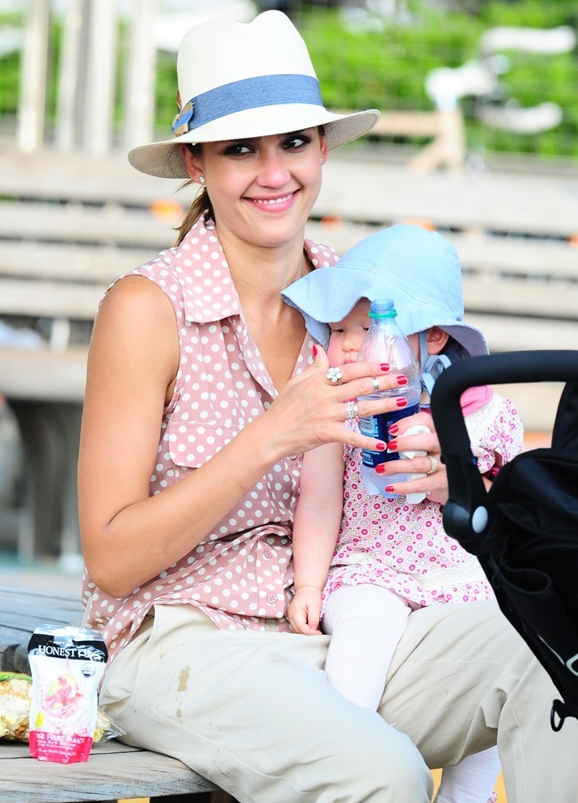 Jessica Alba et Haven Garner le 26 juillet 2012 à New York