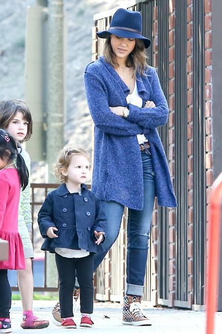 Jessica Alba et ses filles à Los Angeles, le 9 février 2014.