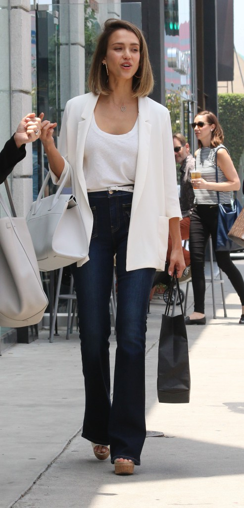 Photos : Jessica Alba : une working girl toujours stylée !