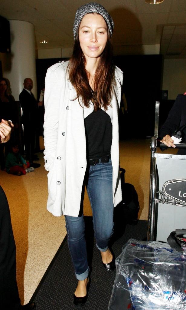 Pas évident de reconnaître Jessica Biel...mais l'aéroport ce n'est pas éclairé comme un studio photo !