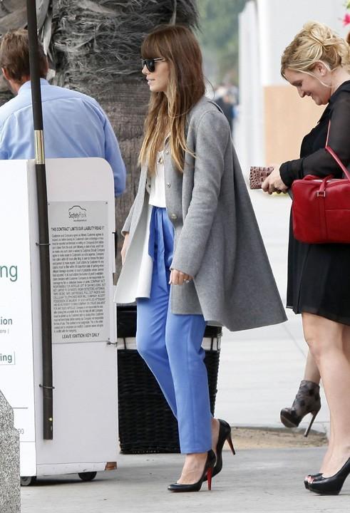 Jessica Biel avec une de ses amies à Santa Monica le 15 novembre 2012
