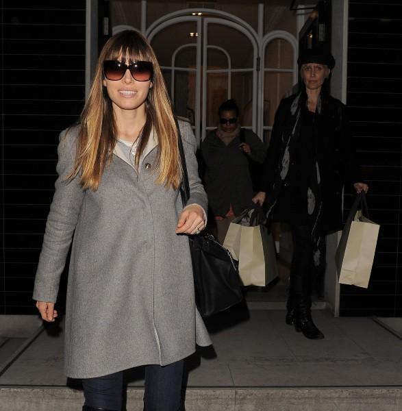 Jessica Biel en plein shopping à Londres, le 19 février 2013.