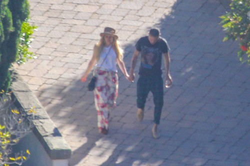 Ashlee Simpson arrive sur place avec osn boyfriend, Eva Ross !