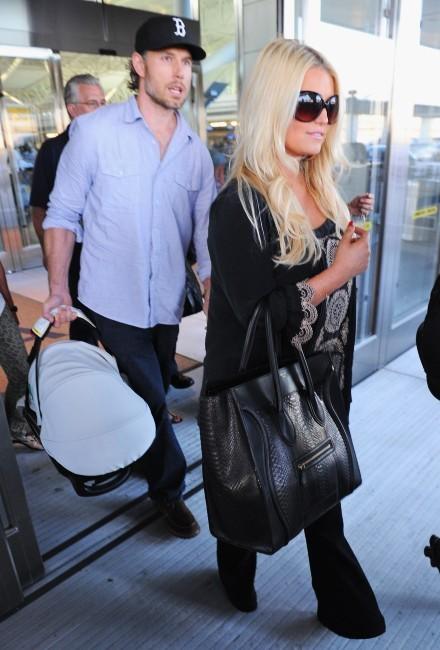 Jessica Simpson en famille à l'aéroport de Los Angeles, le 9 septembre 2012.