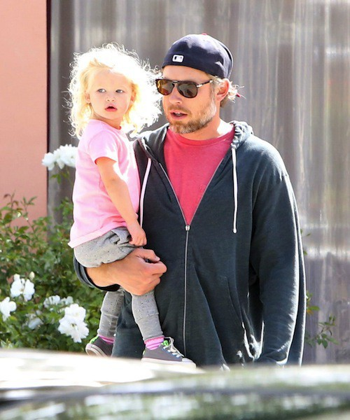 Photos : Jessica Simpson : son fiancé Eric Johnson et sa fille Maxwell s'offrent une sortie en amoureux !