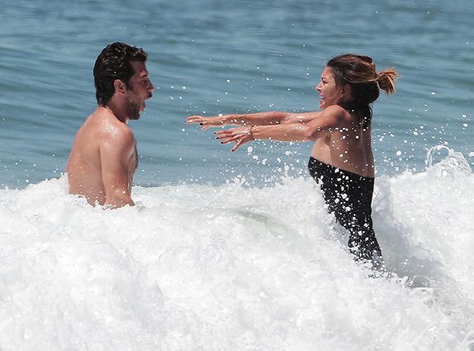 Jessica Szohr et son nouveau chéri à Los Angeles le 2 mai 2014