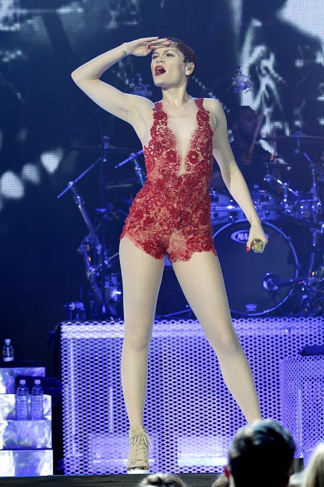 """Jessie J lors du """"Capital FM Jingle Bell Ball 2013"""", concert organisé à Londres le 8 décembre 2013"""