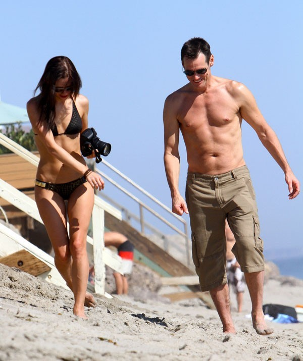 Jim Carrey avec sa nouvelle conquête à Malibu le 16 septembre 2012