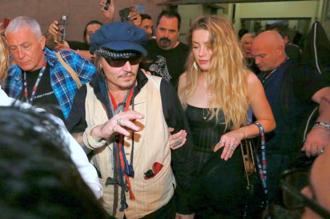 Photos : Johnny Depp débraillé à Rio, Amber Heard fond en larmes !