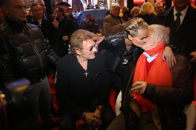 """Jean-Paul Bemondo, Johnny et Laeticia Hallyday à l'inauguration de """"Jours de fête"""" au Grand Palais, à Paris, le 19 décembre 2013"""