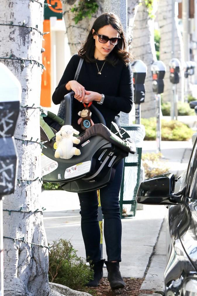 Jordana Brewster et son fils Julian à Beverly Hills, le 7 janvier 2014.