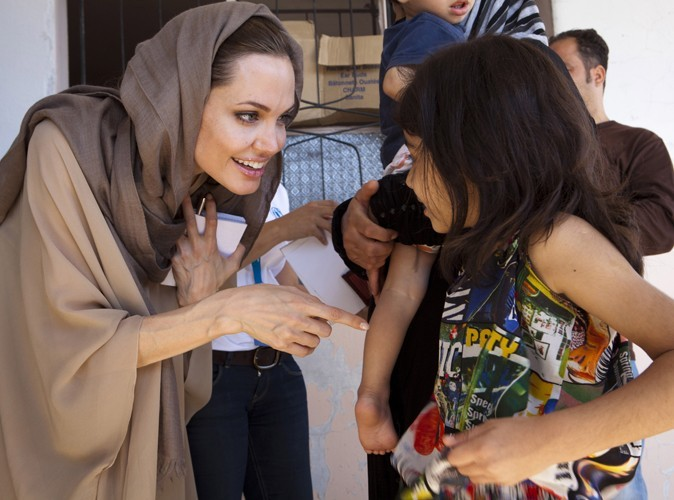 Cambodge, Haïti, Pakistan, Irak... : Angelina Jolie est sans aucun doute LA personne la plus investie humanitairement à Hollywood.