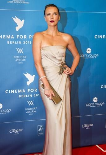 Charlize Theron est ambassadrice pour la PETA. En 2008 elle a été nommée Messagère de la paix des Nations Unies.
