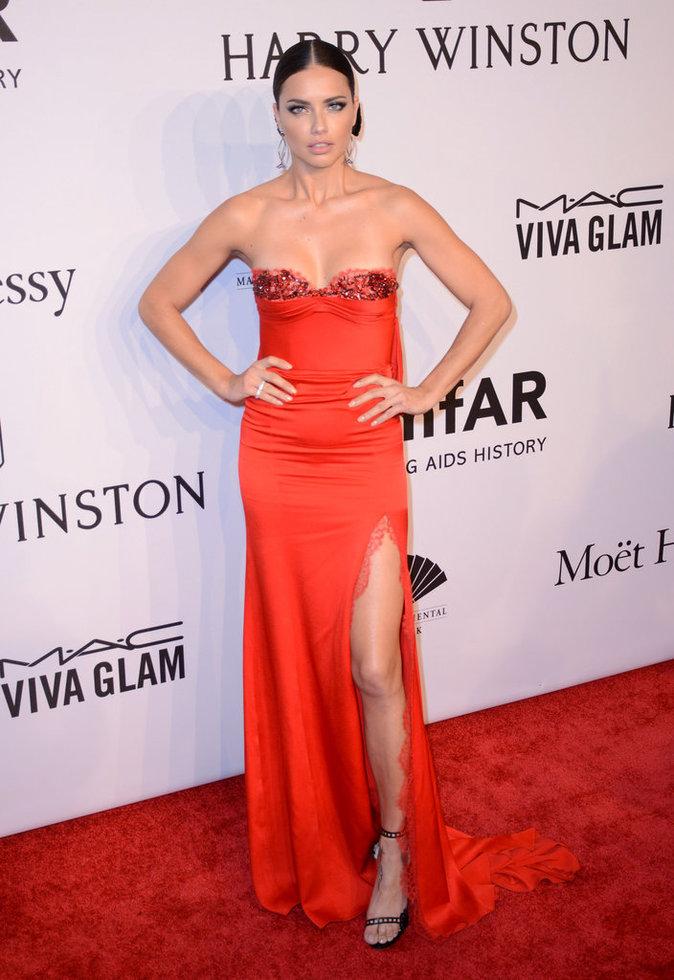 Photos : Joyeux Anniversaire Adriana Lima , 35 ans en 41 photos sexy !