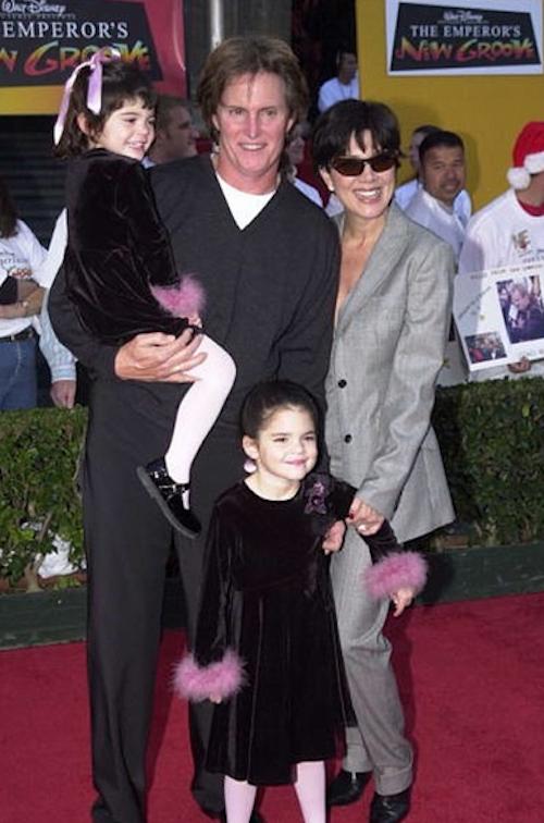 Kendall Jenner enfant avec sa soeur Kylie et leurs parents