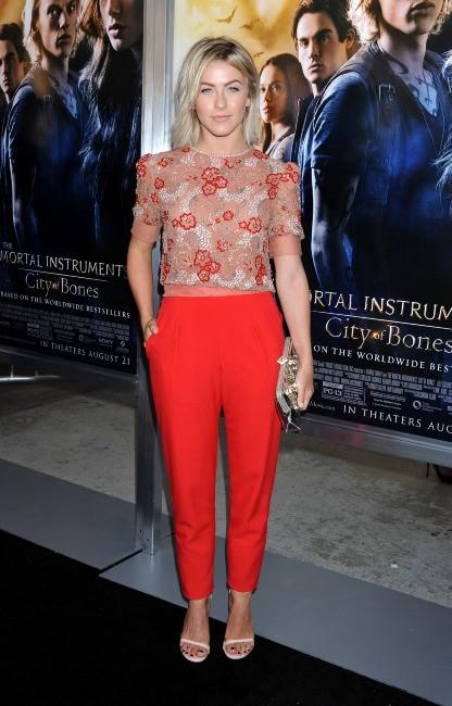 """Julianne Hough à la première du film """"The Mortal Instruments : La Cité des ténèbres"""" à Los Angeles, le 12 août 2013."""