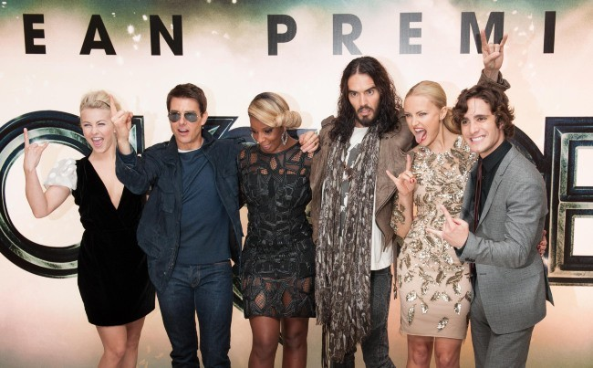 L'équipe du film lors de la première de Rock of Ages à Londres, le 10 juin 2012.