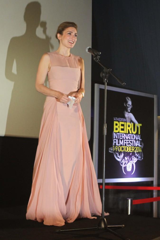Photos : Julie Gayet : complice avec Juliette Binoche, duo radieux à Beyrouth !