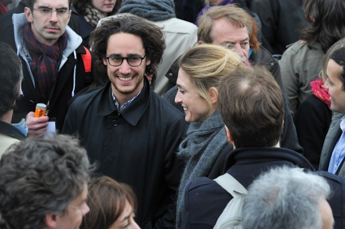 Julie Gayet et Thomas Hollande (fils de François Hollande et Ségolène Royal) au meeting de Francois Hollande en avril 2012 !