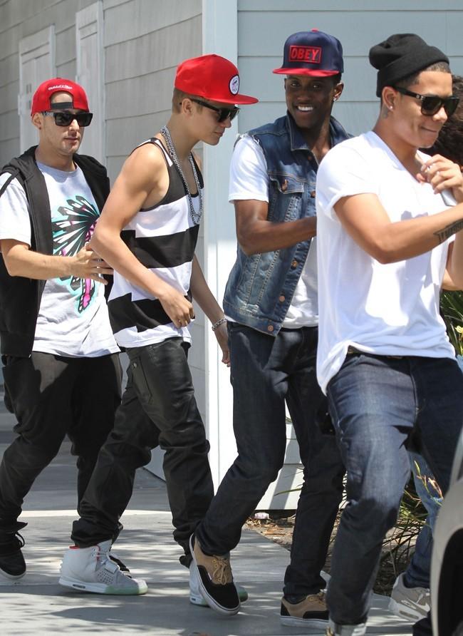Justin Bieber et ses danseurs le 31 juillet 2012 à Los Angeles