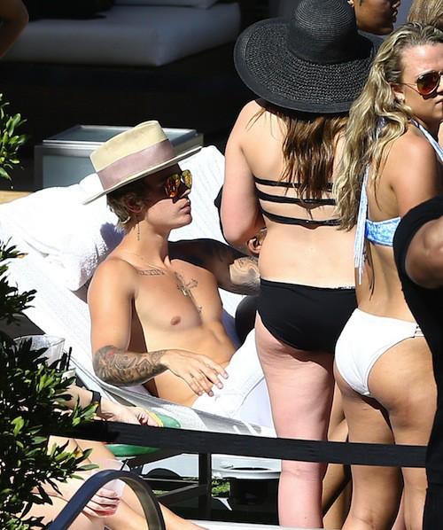 Photos : Justin Bieber : bien entouré, il n'en finit plus de fêter ses 21 ans… drame à l'appui !