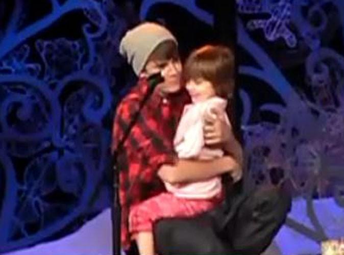 Justin Bieber et sa petite soeur Jazmyn, lors de son concert à Toronto, le 22 décembre 2011.