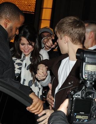 Selena Gomez, un peu affolée par la foule !