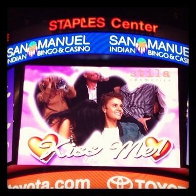 Le célèbre couple surpris par la Kiss Cam du Staples Center !