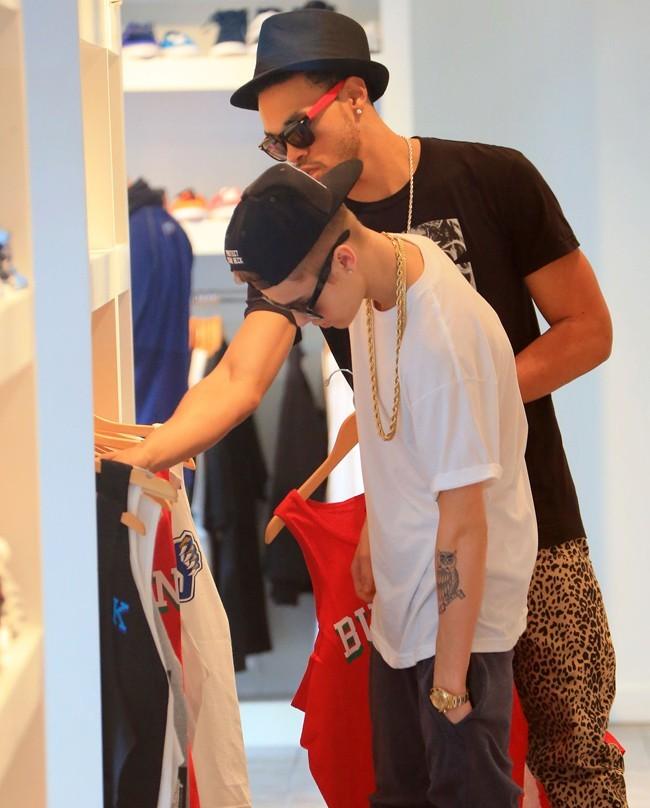 Justin Bieber en sortie shopping à Miami le 10 décembre 2012
