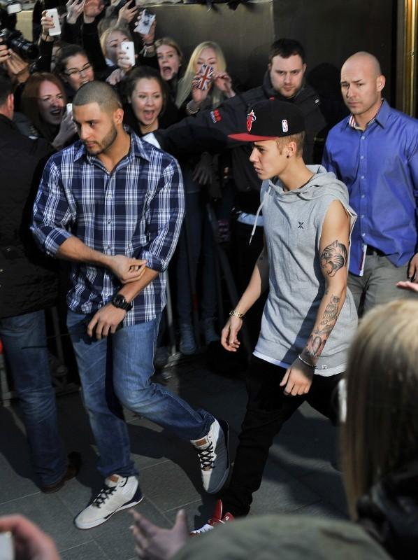 Justin Bieber et ses nouveaux tatouages, Stockholm le 23 avril 2013
