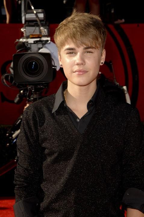 Justin Bieber, à peine 17 ans et déjà trop présent ?