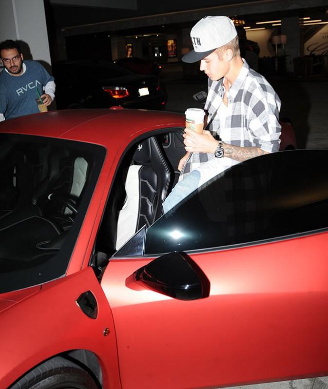 Justin Bieber n'a pas l'air dans son assiette...un rapport avec Selena Gomez ?