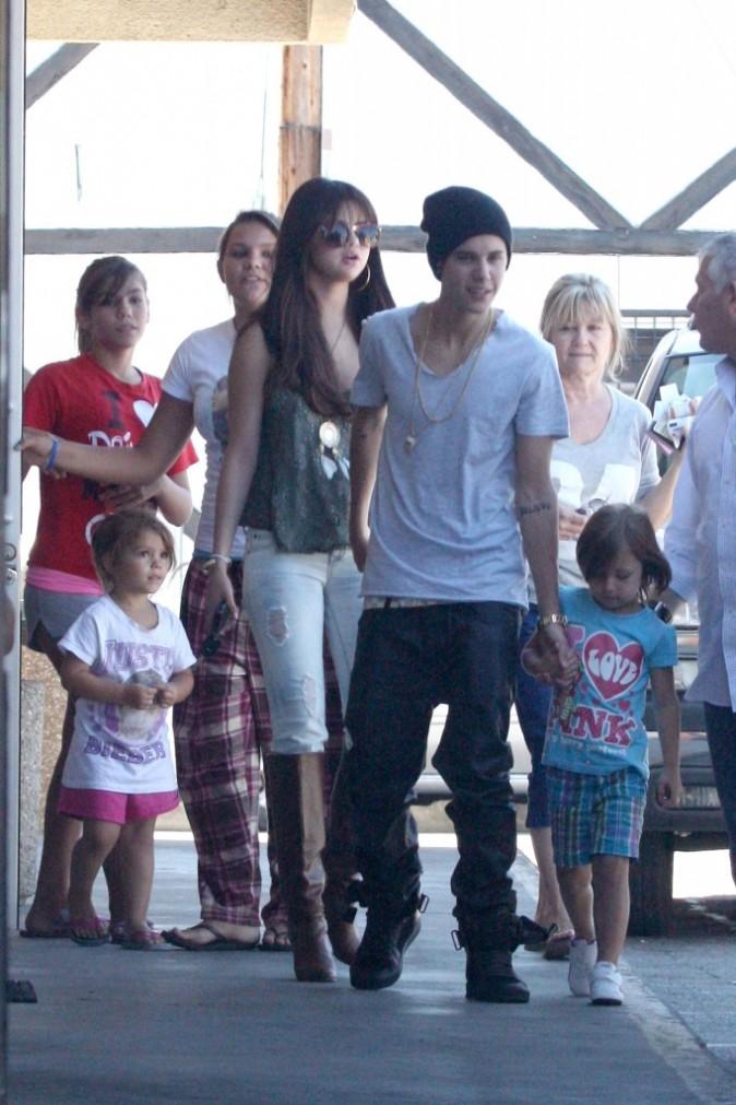 Justin Bieber avec sa girlfriend Selena Gomez et sa soeur Jazmyn à Studio City, le 27 juillet 2012.