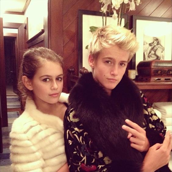 Kaia Gerber et son frère Presley Walker Gerber