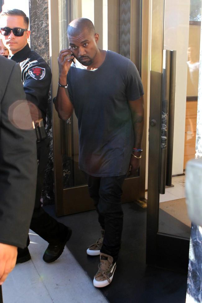 Kanye West à la sortie d'une boutique Cartier de Beverly Hills le 16 août 2013