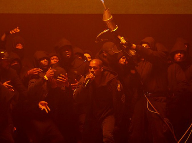 Photos : Kanye West : bluffant, il dévoile All Day sur la scène des BRIT Awards !